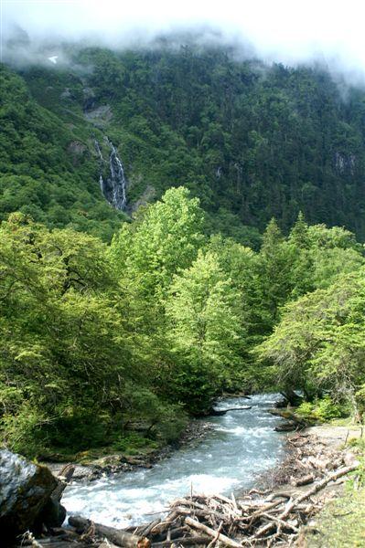 神瀑溪山景