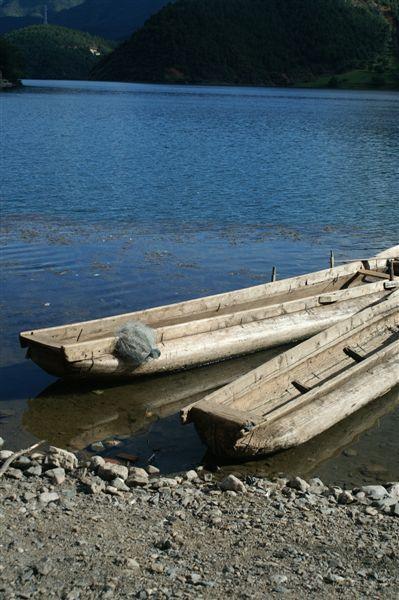 瀘沽湖畔_豬槽船