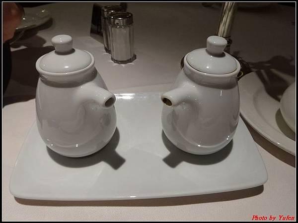 藍寶石公主郵輪day1-10-晚餐0009.jpg