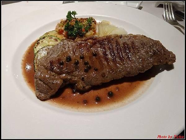 藍寶石公主郵輪day1-10-晚餐0038.jpg