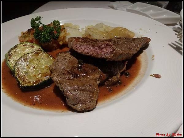 藍寶石公主郵輪day1-10-晚餐0042.jpg