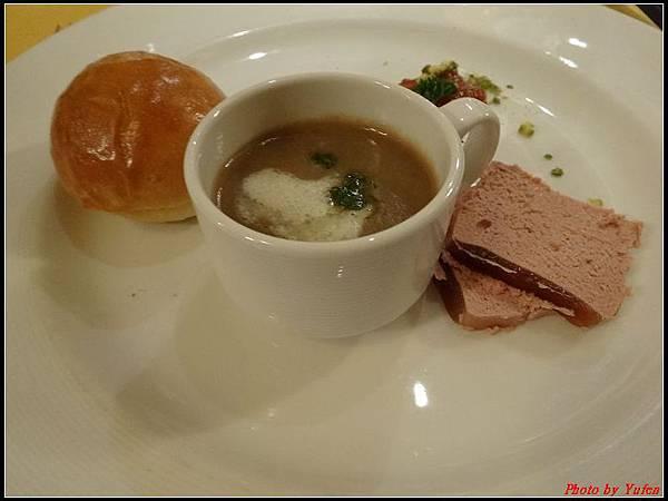 藍寶石公主郵輪day2晚餐0013.jpg