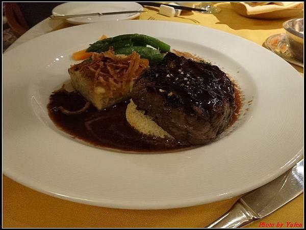 藍寶石公主郵輪day2晚餐0015.jpg