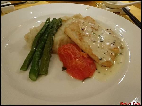 藍寶石公主郵輪day2晚餐0022.jpg