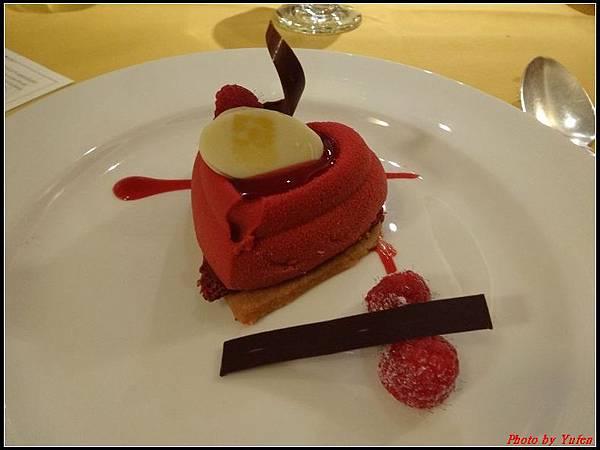 藍寶石公主郵輪day2晚餐0025.jpg