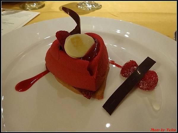 藍寶石公主郵輪day2晚餐0027.jpg