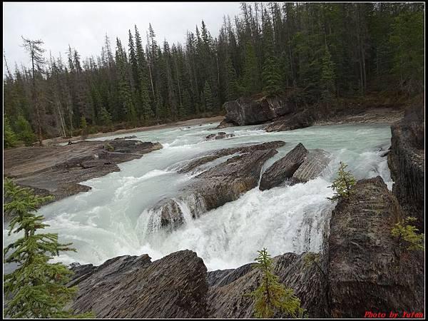 玩美加族-加拿大day4-9天然石橋0025.jpg