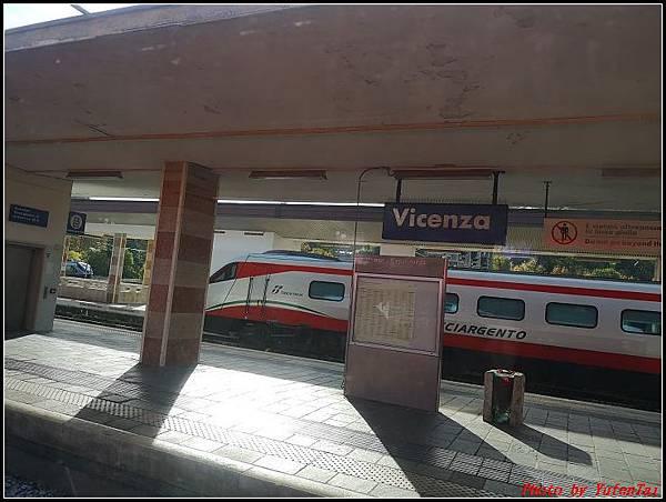 義大利day3-2 高速列車銀箭號+船000031.jpg