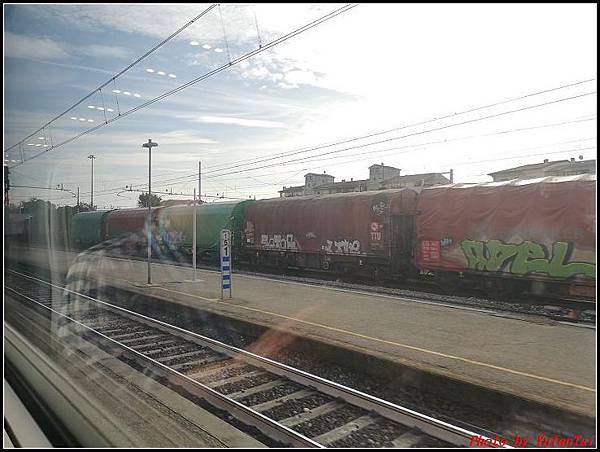 義大利day3-2 高速列車銀箭號+船000029.jpg