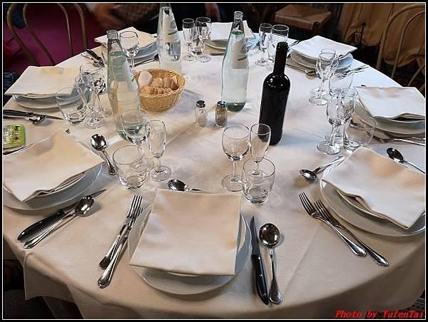 義大利day6-4 百年皇宮餐廳丁骨牛排料理+牛肚包000010.jpg