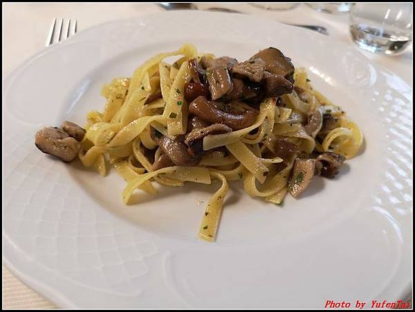 義大利day6-4 百年皇宮餐廳丁骨牛排料理+牛肚包000020.jpg