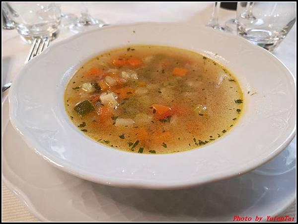 義大利day6-4 百年皇宮餐廳丁骨牛排料理+牛肚包000015.jpg