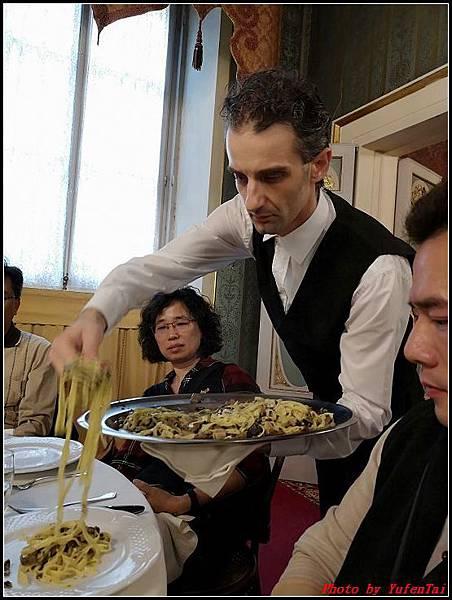義大利day6-4 百年皇宮餐廳丁骨牛排料理+牛肚包000024.jpg