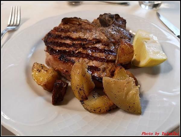 義大利day6-4 百年皇宮餐廳丁骨牛排料理+牛肚包000036.jpg