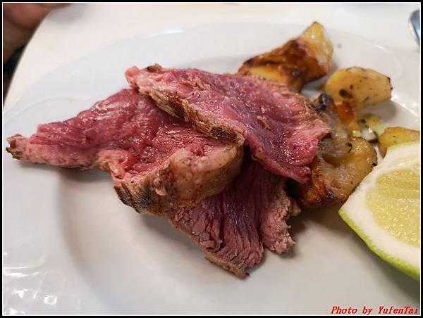 義大利day6-4 百年皇宮餐廳丁骨牛排料理+牛肚包000045.jpg