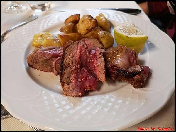 義大利day6-4 百年皇宮餐廳丁骨牛排料理+牛肚包000050.jpg