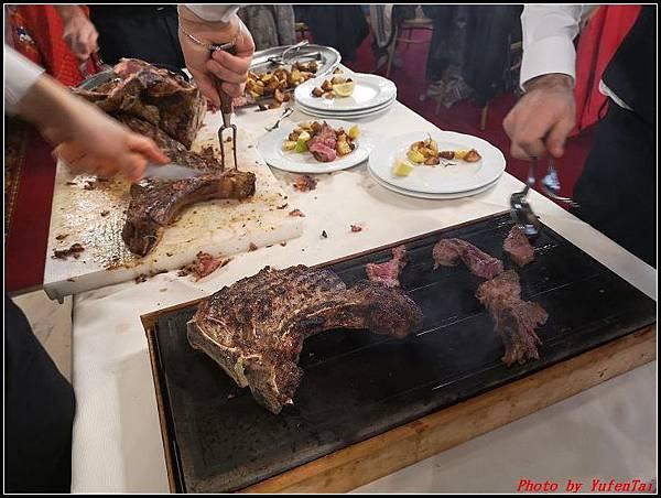 義大利day6-4 百年皇宮餐廳丁骨牛排料理+牛肚包000053.jpg