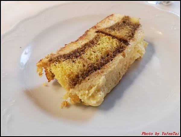 義大利day6-4 百年皇宮餐廳丁骨牛排料理+牛肚包000059.jpg