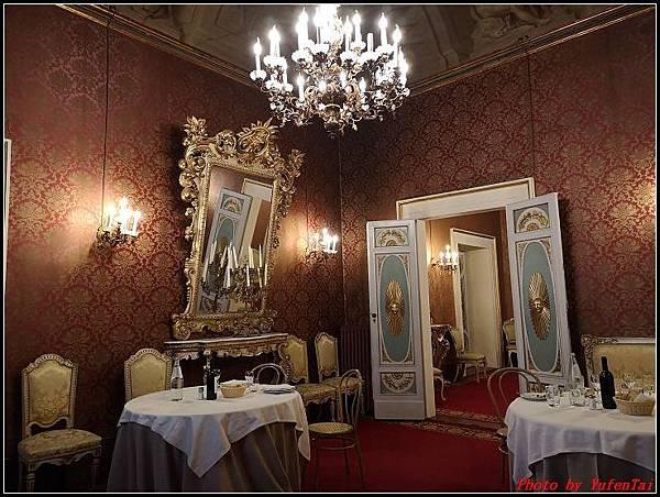 義大利day6-4 百年皇宮餐廳丁骨牛排料理+牛肚包000067.jpg