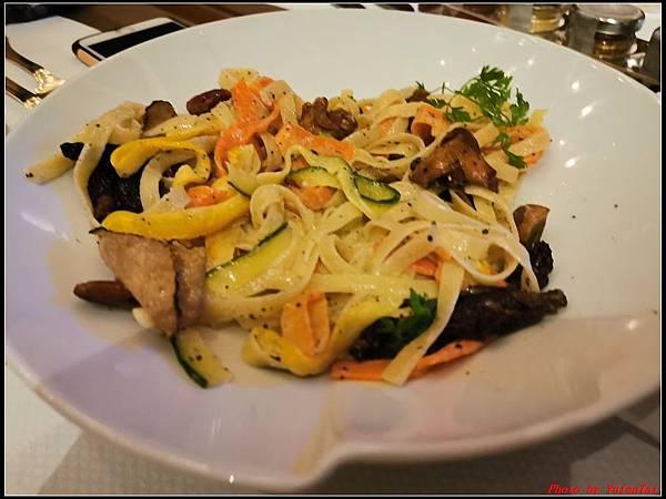 香港DAY3-4瑞吉酒店晚餐0205.jpg