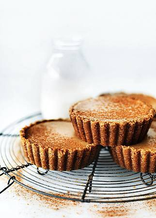 chai_spiced_cheesecakes_tarts.jpg