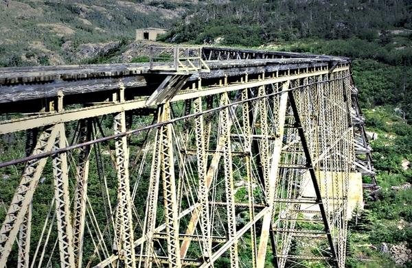 育空高山鐵路