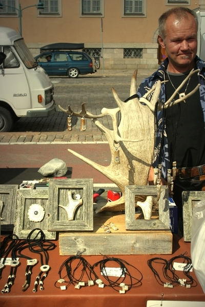 素人藝術家的糜鹿骨雕刻