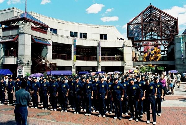 Quncy Market 的一群軍人