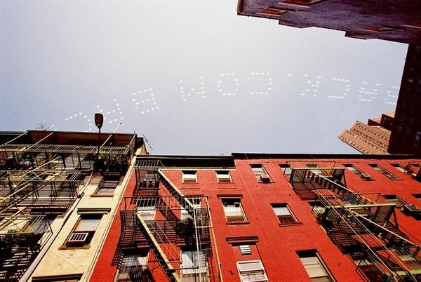 小飛機拖著廣告走