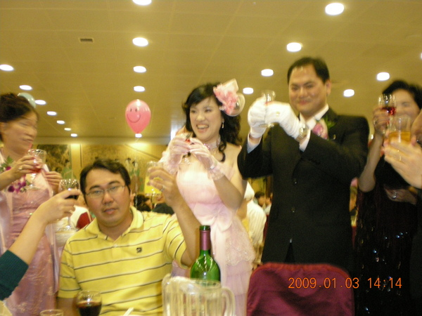 新郎新娘敬酒