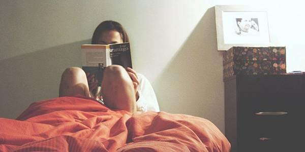 學英文保持睡前閱讀英文讀物的習慣.jpg