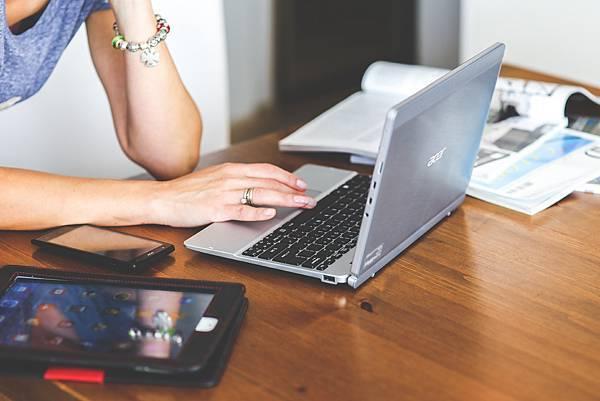 學英文首先將電腦跟手機改成英文介面.jpg
