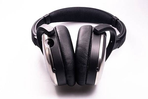 headphones-458251_640