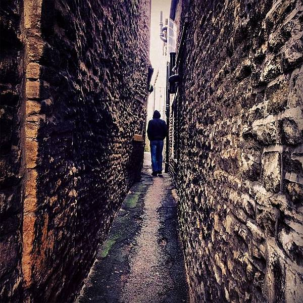 alley-699197_640