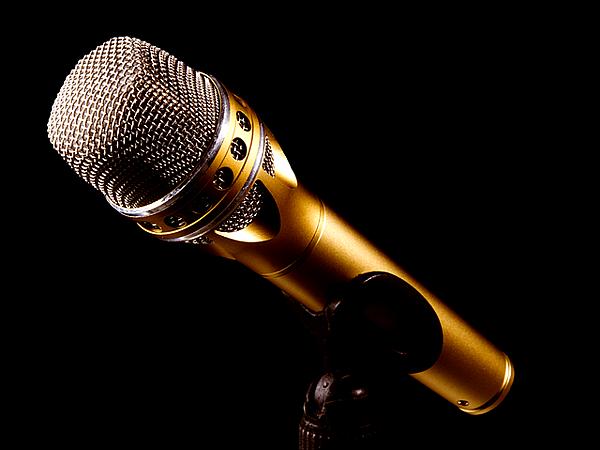 microphone-2763602_640
