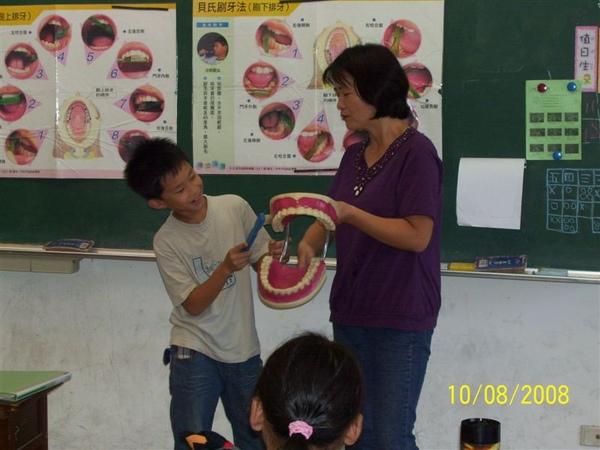 同學實際操作刷牙動作1.jpg
