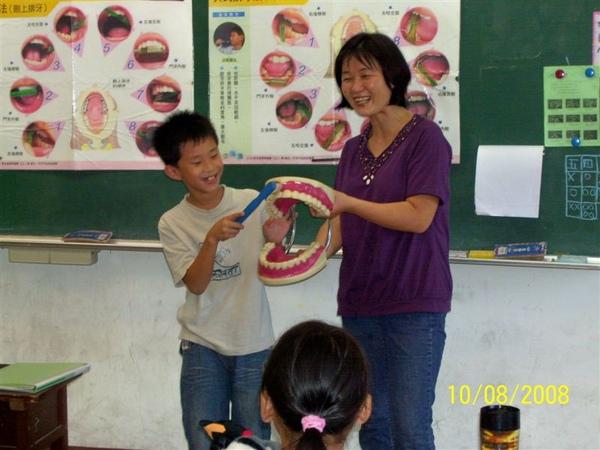 同學實際操作刷牙動作2.jpg.jpg