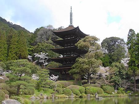 800px-Ruriko-ji_Temple.jpg