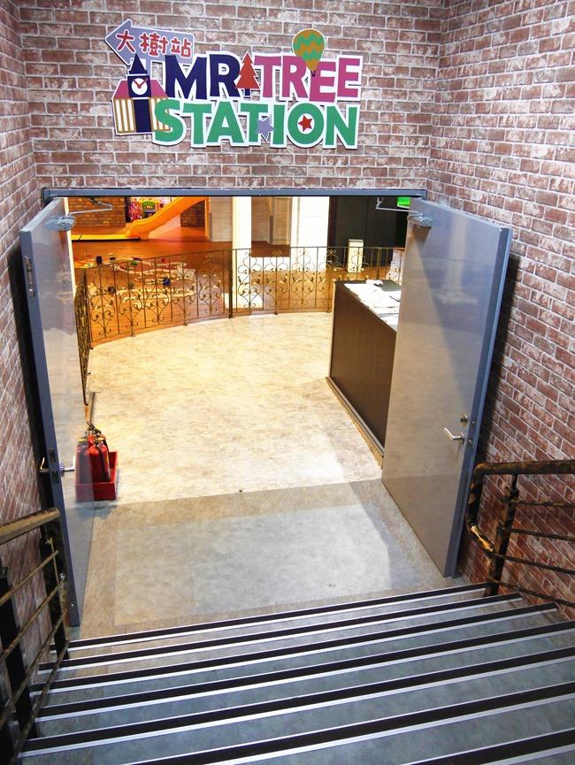 【台北親子餐廳】大樹站 Mr Tree Station-超夯英倫三池(火車球池/花園水池/大笨鐘沙池) 信義安和站1號出口