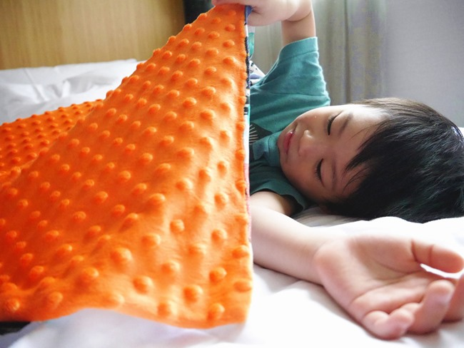 │育兒。物│繽紛元素帶來的生活小確幸。La Millou巧柔毯xPacific Baby竹纖抗菌造型餐盤