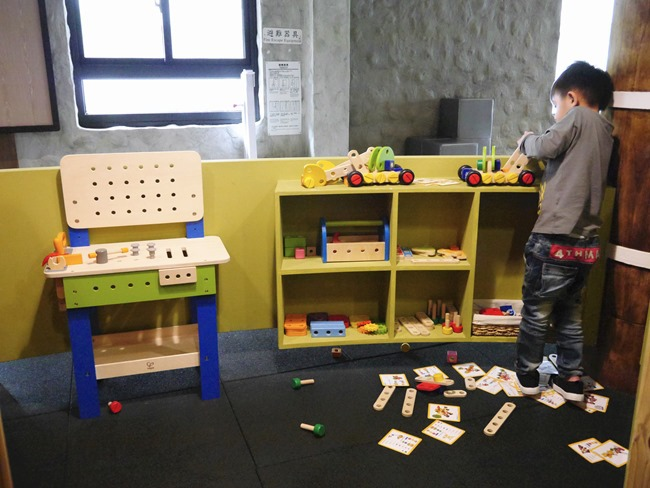 台中。親子餐廳│凹嗚親子主題樂園。密探維京風格堡壘。好吃、好玩還有玩具可帶回家哦!