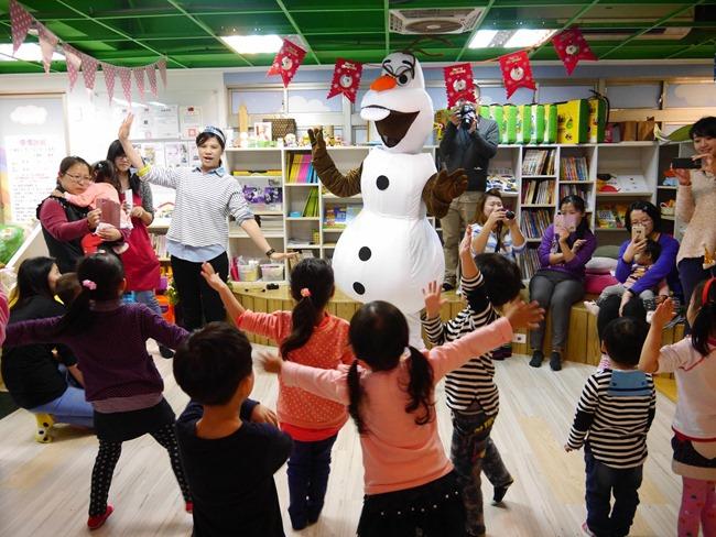 │新北。 汐止│愛樂寶彩虹親子館。雪寶同樂會之歡慶耶誕派對