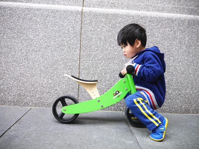 逗寶-美國Kinderfeets木製平衡滑步車-高CP值三輪變兩輪。平衡感有助於孩子肢體發展的第一步