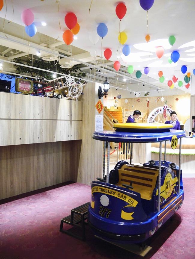 【台北。內湖】高水準BossMama親子餐廳。旋轉木馬、樹屋、球池、閱讀區