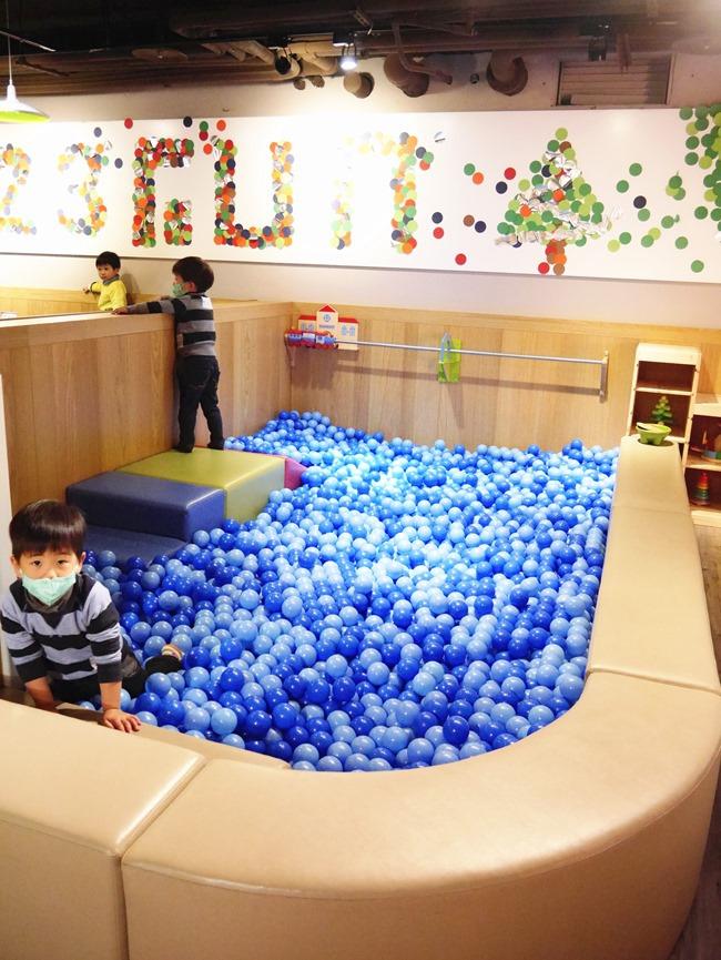 │台北。松山│123FUN親子聚會空間。高質感全原木打造遊戲王國