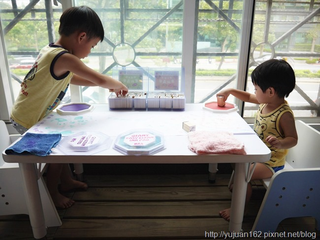 愛兒館無毒安全水洗式8 色大印台(第三代),手腳印畫和孩子一起蓋出創造力