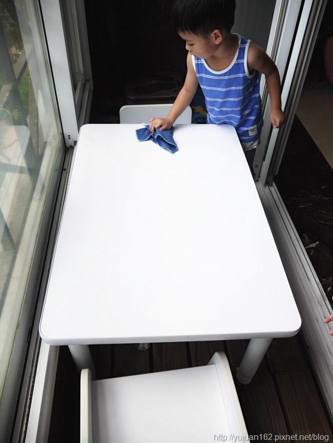 愛兒館離乳桌。成長桌