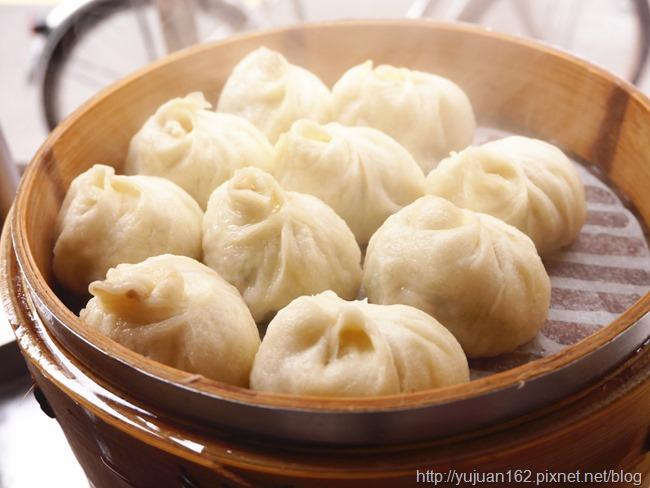 │食。台北三重│富華街巷口銅板美食。「三重太豪小籠包」早晨小確幸