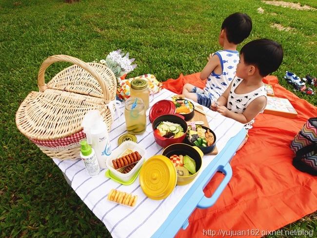 │草地好食光│親子愛野餐*手作可愛造型便當PART 1。MonkeyMat野餐墊+Yimomo雙層微波便當