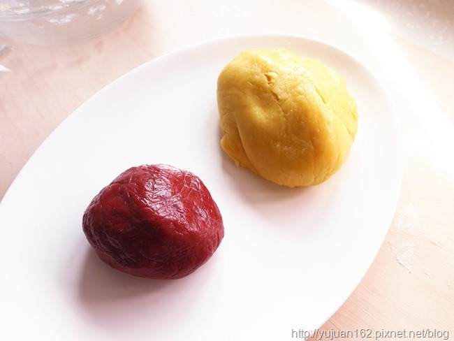 │手工餅乾食譜│小孩牙餅-造型雙色紅麴餅乾